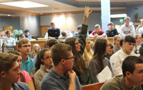 Student Forum on Dress Code Draws a Crowd