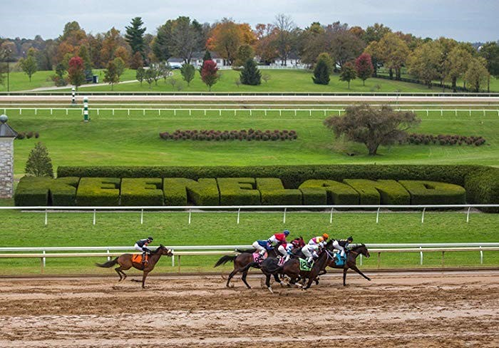Students+enjoy+the+fanfare+of+the+Spring+Meet+at+Keeneland.