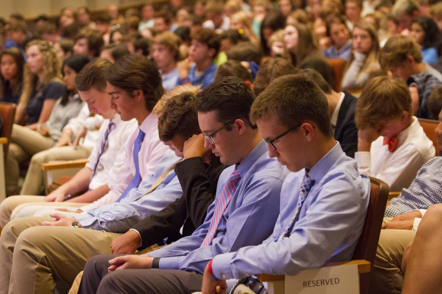Students pray during the Convocation ceremony.