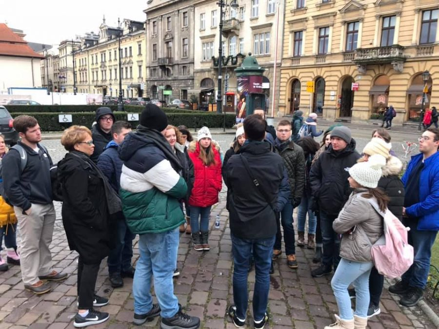 Students+on+the+Global+Next+Trip+to+Poland+stand+on+the+streets+of+Krakow+as+they+listen+to+Dr.+Phil+Johnson+instruct+them+about+the+history+of+the+city.